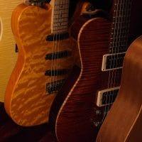 Sähkökitarat ja akustiset