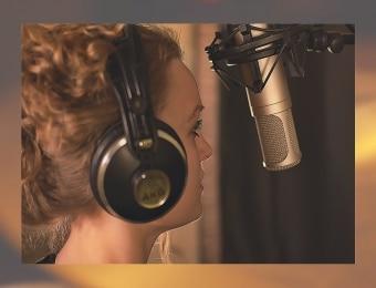 Laulaja ja mikrofoni